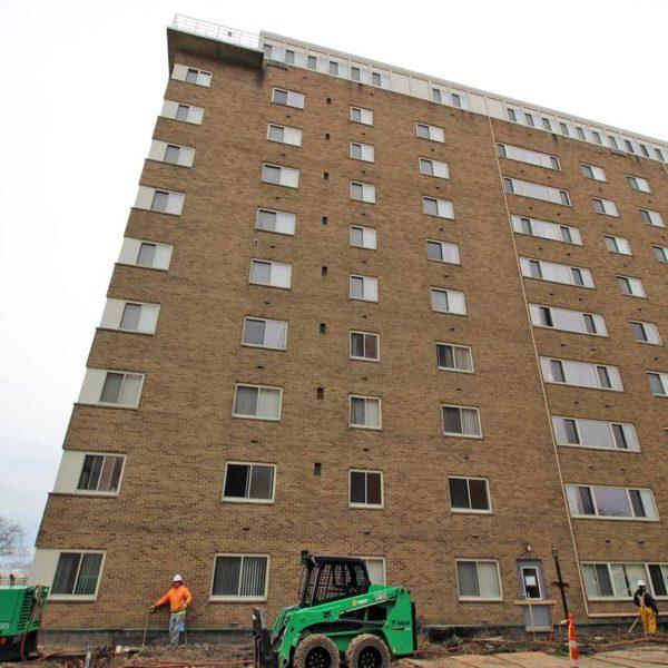 Lakewood Pointe Apartments: Cleveland Building Restoration